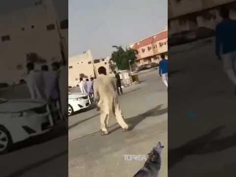 مصر اليوم - شاهد شاب متهوّر يصدم رجلًا مسنًا في الرياض