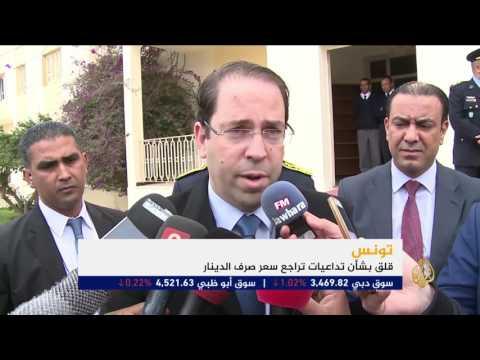 مصر اليوم - شاهد  مخاوف من تداعيات تراجع الدينار التونسي