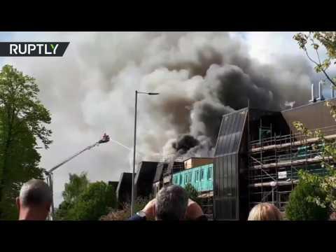 مصر اليوم - حريق ضخم في مستشفى مانتشيستر لعلاج أمراض السرطان