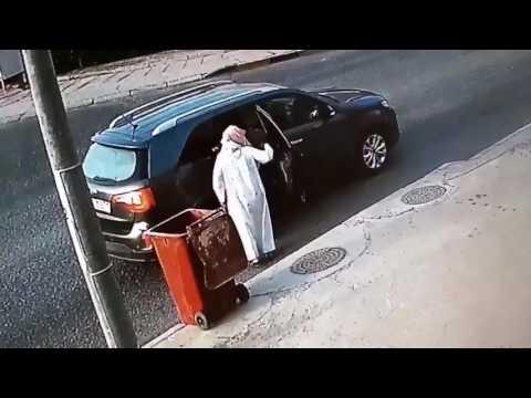 مصر اليوم - بالفيديو رد فعل لص اكتشف كاميرا مراقبة لدى سرقته منزل