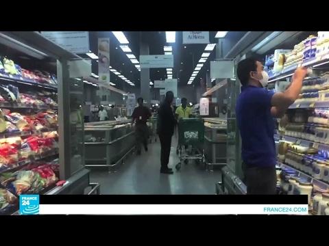 مصر اليوم - شاهد مخاوف في قطر من ارتفاع الأسعار وندرة المواد الغذائية