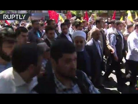 مصر اليوم - الرئيس الإيراني حسن روحاني ينضم لمسيرة المتظاهرين في يوم القدس العالمي