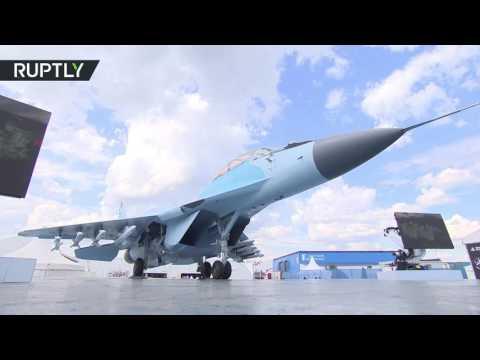 مصر اليوم - شاهد الكشف عن مقاتلة حديثة في معرض ماكس للطيران