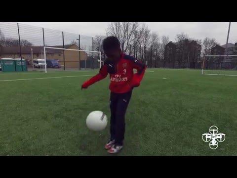 مصر اليوم - شاهد الطفل المعجزة موهبة واعدة في الملاعب الإنجليزية