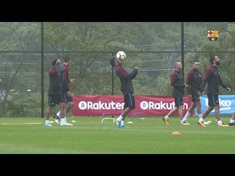 مصر اليوم - شاهد تدريبات نادي برشلونة تحت المطر