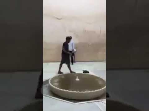 مصر اليوم - شاهد لحظة رفع سائح أميركي للأذان في قصر الحمراء في إسبانيا