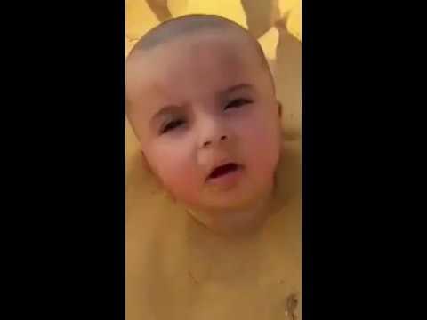 مصر اليوم - شاهد دفن طفل سعودي حيا في الرمال والسلطات تدين الواقعة