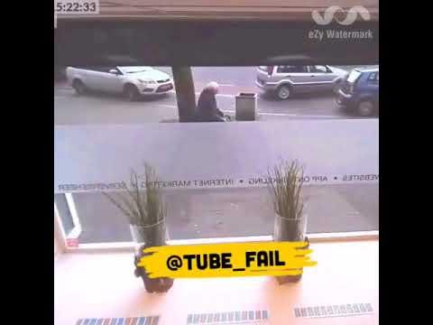 مصر اليوم - شاهد رد فعل غريب لرجل وقع حادث تصادم مروع أمامه