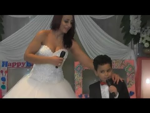مصر اليوم - شاهد استردت طفلها فارتدت فستان الزفاف وغنت له