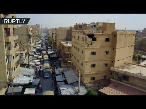 مصر اليوم - شاهد لحظة وصول المساعدات الإنسانية من إيران إلى دير الزور