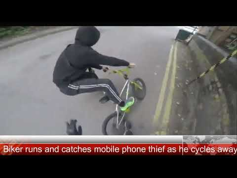 مصر اليوم - شاهد شاب يتصدّى للص حاول سرقة عجوز في بريطانيا