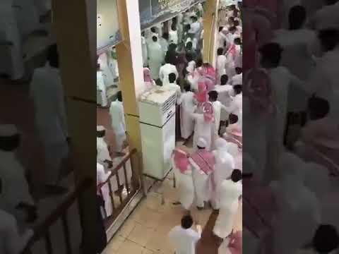 شاهد مشاجرة عنيفة بين طلاب مدرسة في مكة المكرمة