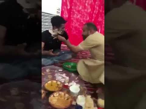 شاهد  شابان يلعبان بالطعام يثيران غضب السعوديين