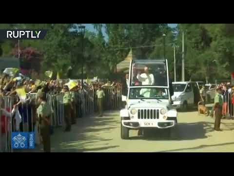 شاهد جسم طائر غامض يستهدف البابا فرانسيس في تشيلي