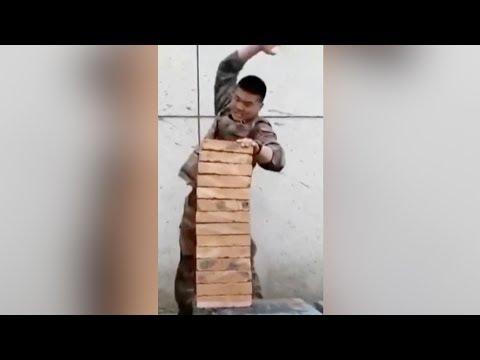 شاهد جندي يحطم صفا من 14 قالب طوب بضربة واحدة