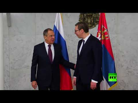 شاهد سيرغي لافروف يمازح الصحافيين في لقائه مع ألكسندر فوتشيتش