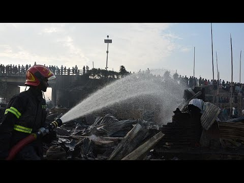 شاهد وفاة 8 أشخاص إثر حريق في منطقة عشوائيات في بنغلادش httpswwwyoutubecomwatchvsnh0kkdewii