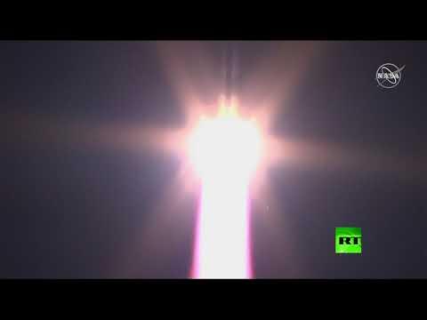 شاهد لحظة إطلاق صاروخ سويوز إلى الفضاء من قاعدة بايكونور الروسية