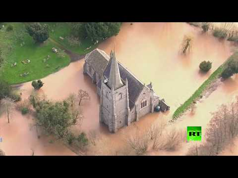 شاهد لقطات جوية لفيضانات في بريطانيا بسبب عاصفة دينيس