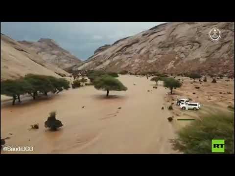شاهد سيول الأودية جراء هطول الأمطار الغزيرة في السعودية