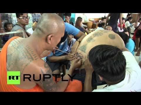آلاف البوذيين يحيون مهرجانَ الوشم السنوي