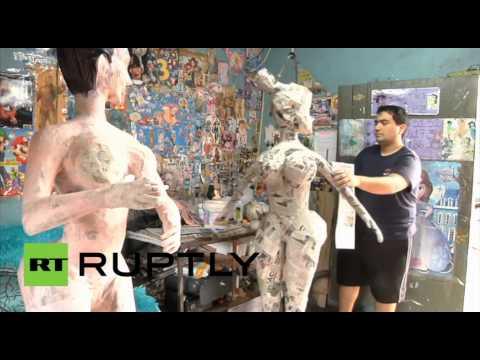 فنان مكسيكي يحقق مبيعات هائلة
