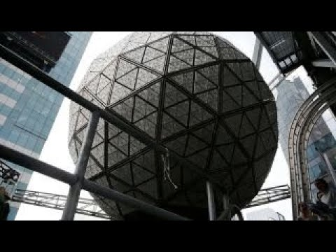 how the times square new years eve ball