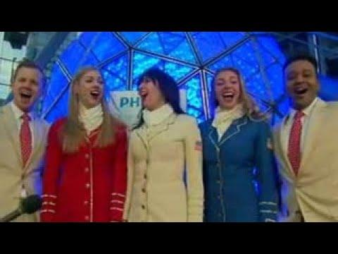uso troupe performs patriotic medley