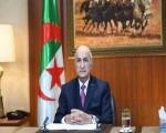 الرئيس الجزائري يقرر تنكيس العلم لمدة 3 أيام حدادا على وفاة الرئيس السابق عبد العزيز بوتفليقة