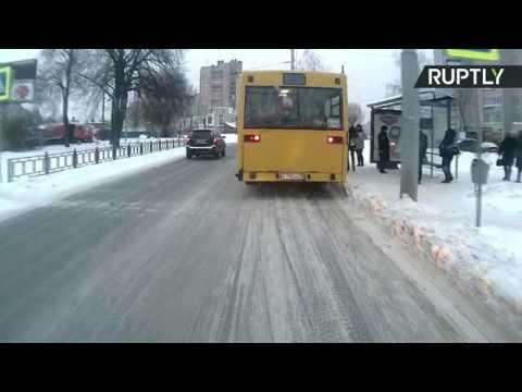 مصر اليوم - شاهد شاب ينجو بأعجوبة من حادث دهس في روسيا