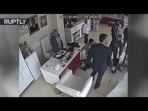 مصر اليوم - بالفيديو عجلة تنفصل عن السيارة وتدخل إلى صيدلية