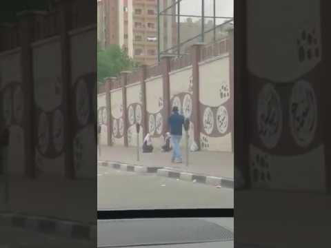 مصر اليوم - شاهد لحظة هروب فتاتين من أعلى سور مدرسة في الكويت