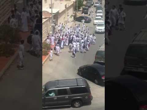 مصر اليوم - شاهد مشاجرة عنيفة بين طلاب في السعودية