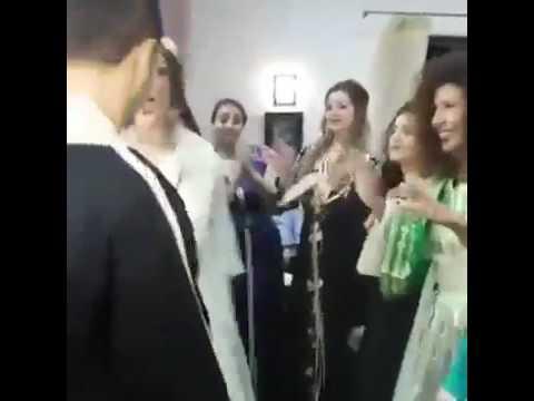 مصر اليوم - عروسان يحتفلان بزفافهما برقصة مجنونة