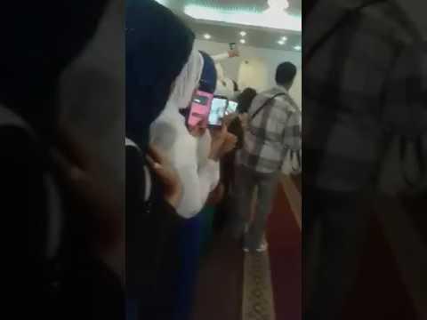مصر اليوم - بالفيديو عريس سوداني يتزوج فتاتين مرة واحدة ويقيم لهما حفلة واحدة