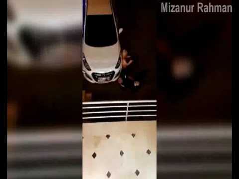 مصر اليوم - زوجان في حالة سكر يعجزان عن نزول سلم