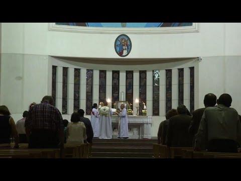 مصر اليوم - شاهد الكاثوليك المصريون ينتظرون بشغف البابا القادم لدعمهم