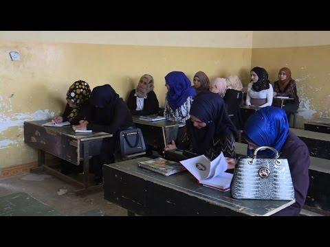 مصر اليوم - شاهد طلاب جامعة الموصل يحرصون على عدم إضاعة عام دراسي جديد