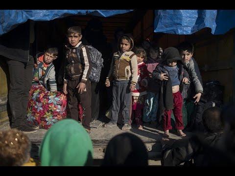 مصر اليوم - بالفيديو نزوح 400 ألف شخص من غرب الموصل منذ بدء العمليات العسكرية