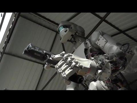 مصر اليوم - شاهد إطلاق الروبوت الروسي للنار من مسدسه