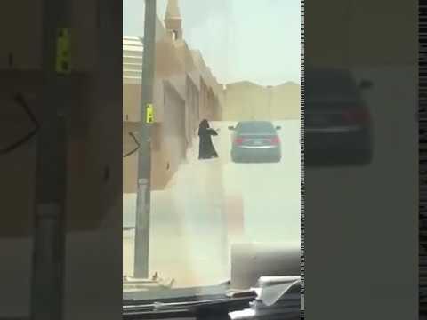 مصر اليوم - تبادل فتاة وشاب للقبلات في الشارع يثير ضجة في السعودية