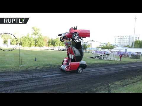 مصر اليوم - بالفيديو  مهندس روسي يحول سيارة إلى روبوت حربي