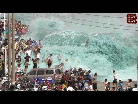مصر اليوم - شاهد أقوى موجات تسونامي صورتها عدسات المصوّرين