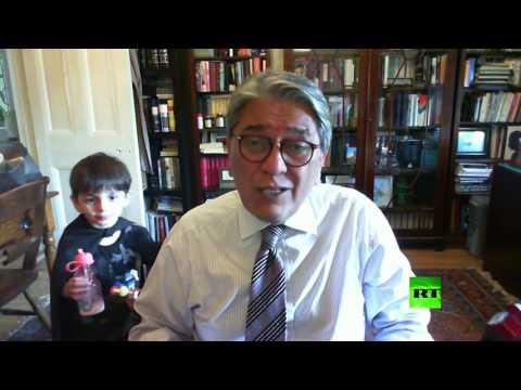 مصر اليوم - شاهد مقطع طريف لطفل يظهر خلف والده اثناء لقاء تلفزيوني