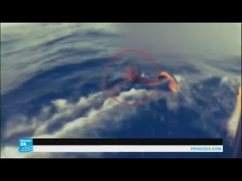 مصر اليوم - بالفيديو إنقاذ آلاف المهاجرين من الغرق في البحر المتوسط