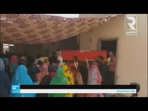 مصر اليوم - شاهد حشود تشيع التونسي الذي قتل في الكامور
