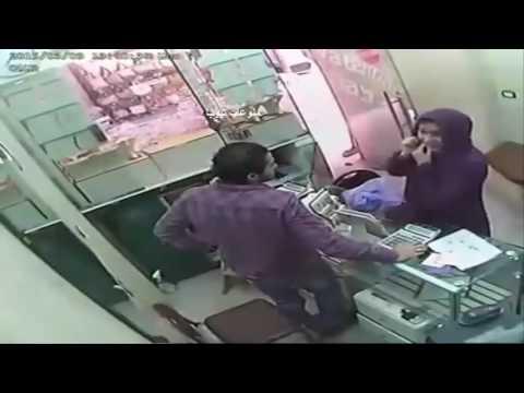 مصر اليوم - بالفيديو لحظة سرقة امرأة لمحل ذهب
