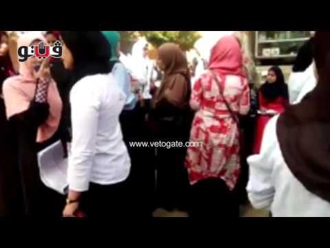 مصر اليوم - شاهد  انهيار  طالبة قبل دخول امتحان الثانوية