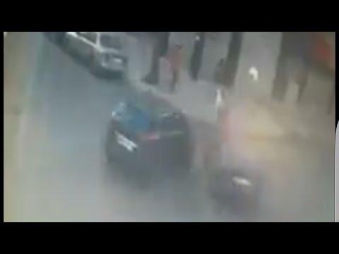 مصر اليوم - شاهد شخص ينجو من الموت بعد حادث تصادم غريب