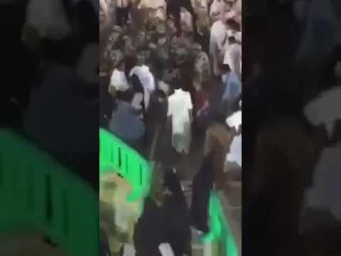 مصر اليوم - شاهد لحظة القبض على المتطرف قبل تفجير نفسه بالمصلين داخل الحرم